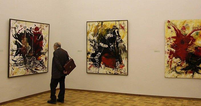 Выставка Ушанга Козаева