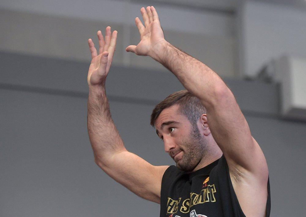 Мурат Гассиев считает главными факторами, которые помогут ему выиграть бой желание победить и усердные тренировки.