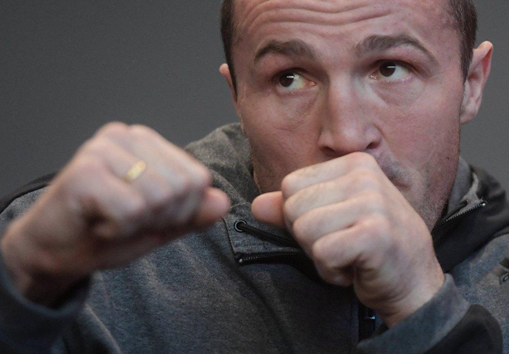 Российский боксер Денис Лебедев во время открытой тренировки по боксу в Москве.