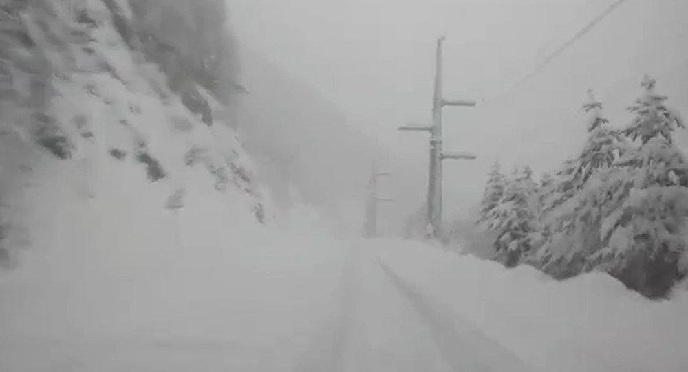 Военно-Грузинская дорога иТранскам закрыты из-за непогоды— МЧС
