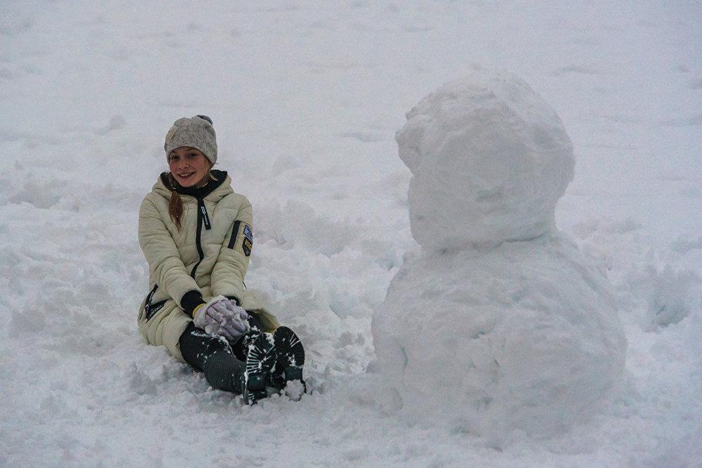 Возможно, радость будет недолгой, надо успеть попробовать все зимние забавы.