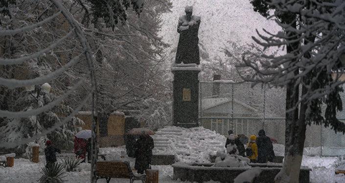 Снег в Цхинвале