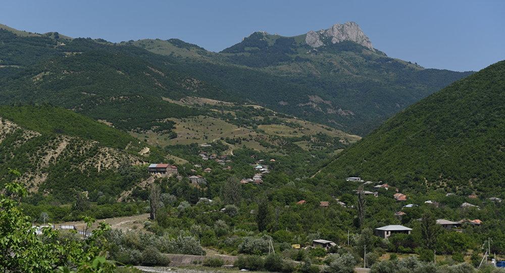 Панорама на скалу Алеу в Ленингорском районе