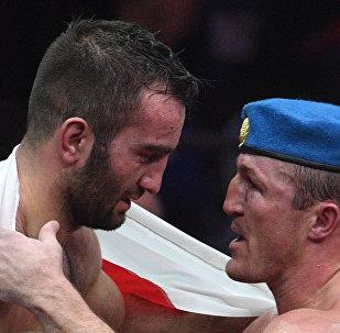 Бокс. Бой между Д. Лебедевым и М. Гассиевым