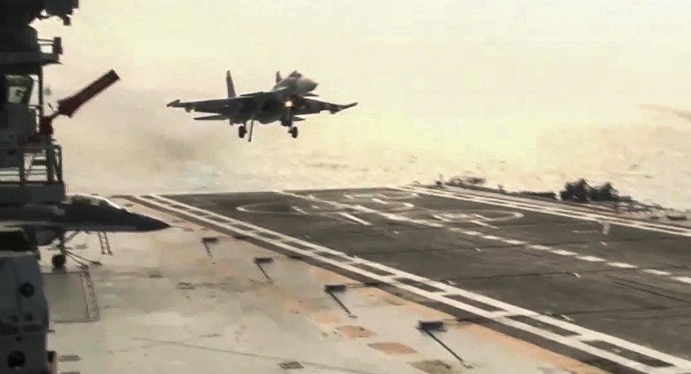 Су-33 при посадке наавианосец Адмирал Кузнецов упал вСредиземное море