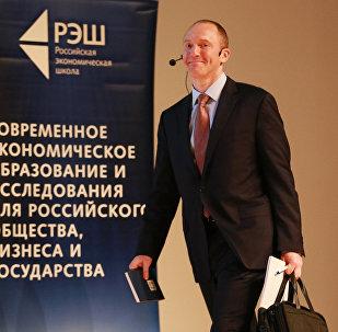 Картер Пейдж во время своей лекции в Москве.