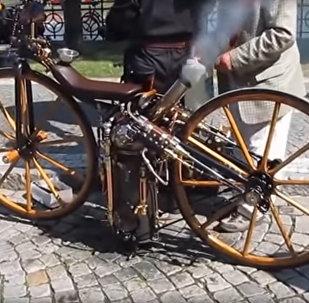 Первый паровой мотоцикл 1869 года