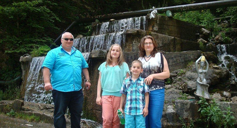 Радион Пухаев с семьей