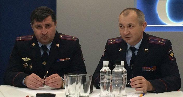 Пресс-конференция руководителя Росгвардии по Северной Осетии Эльбруса Рамонова (справа)
