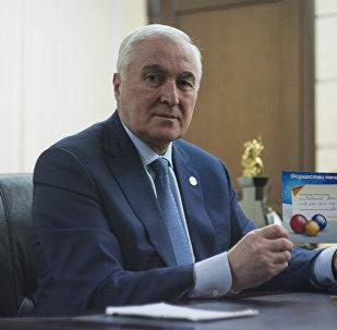 Леонид Тибилов принял участие в акции Sputnik Елка доброты