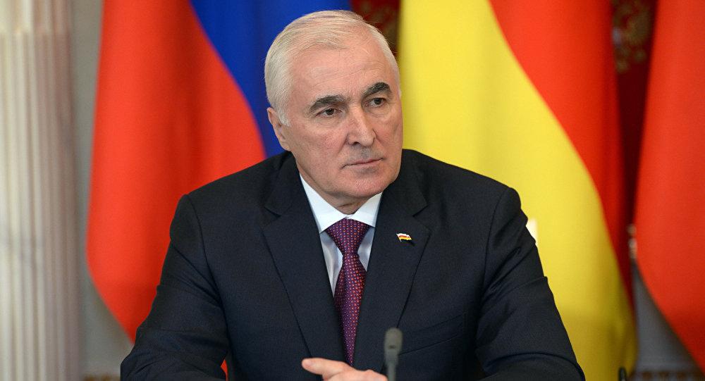 Президент Республики Южная Осетия Л.Тибилов
