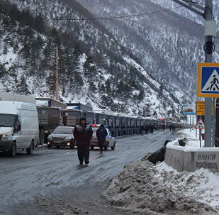 Скопление большегрузов на военно-грузинской дороге