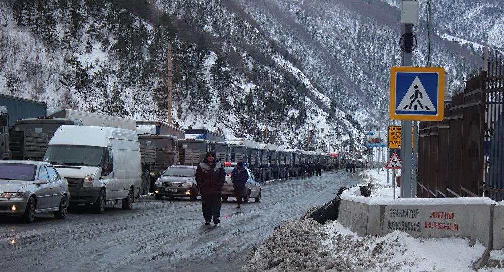 Для водителей большегрузов наВоенно-Грузинской дороге открыты пункты обогрева ипитания