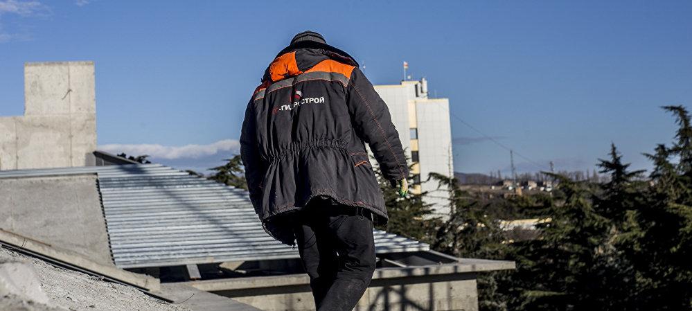 Возведением здания занимается строительная организация ООО Эверест.