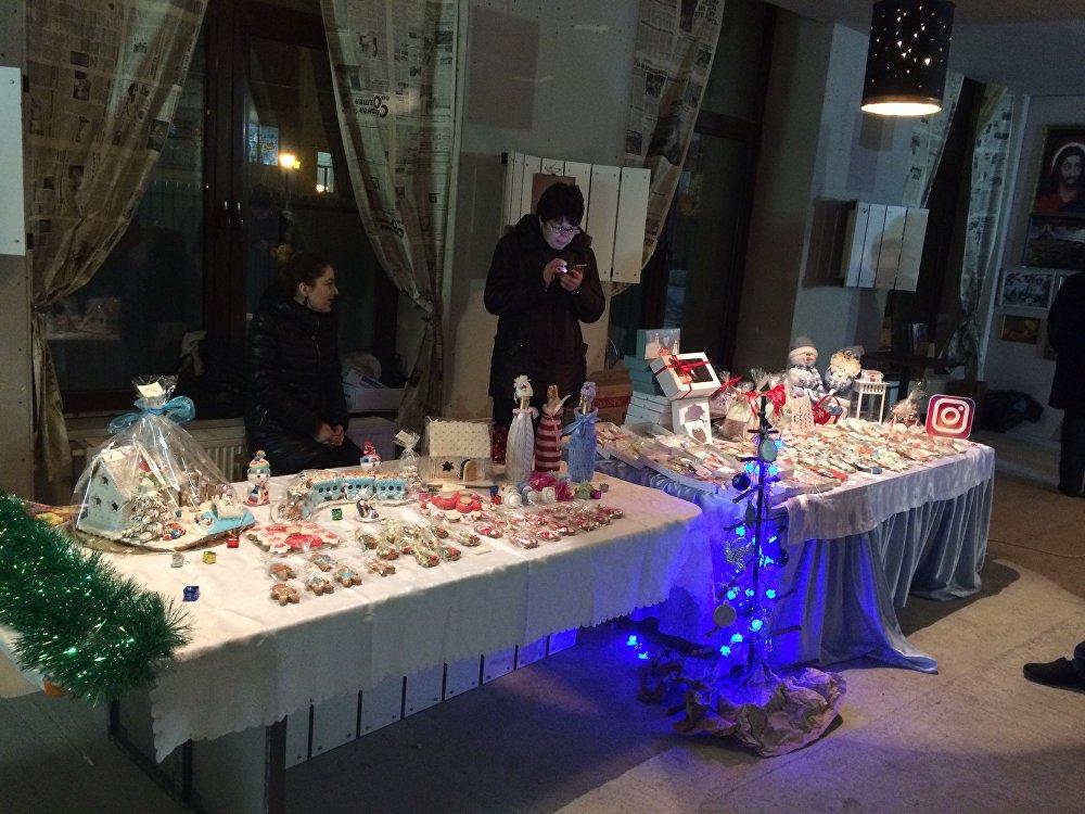 Кондитерские изделия на новогоднюю тематику придавали ярмарке домашнего уюта