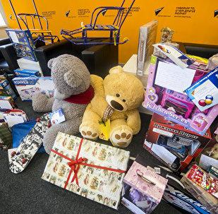 Подарки детям по акции Ёлка доброты