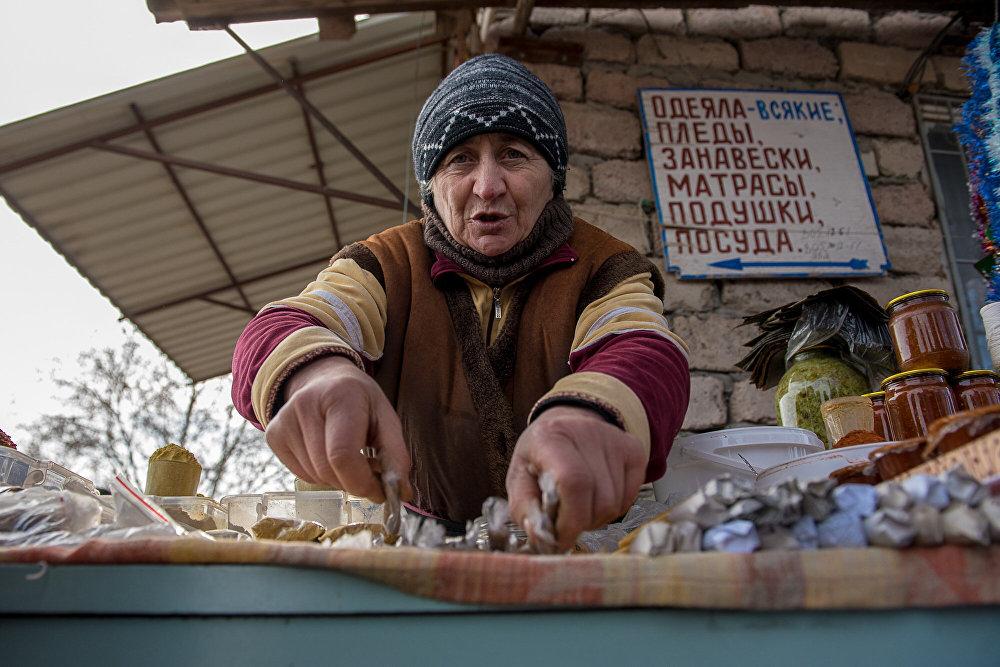 Особым спросом пользуются специи, которые обязательны для многих блюд, традиционных для новогоднего стола в Южной Осетии.