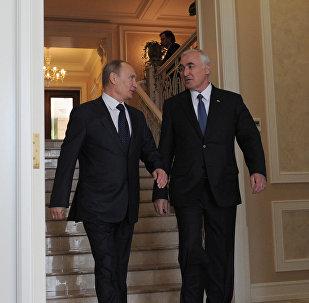 Президент РФ Владимир Путин во время встречи с президентом Южной Осетии Леонидом Тибиловым