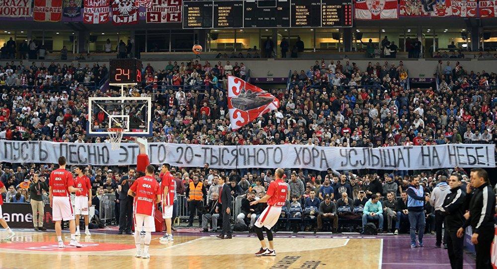 Болельщики БК Црвена Звезда вывесили баннер в память о погибших в авиакатастрофе самолета Минобороны РФ Ту-154