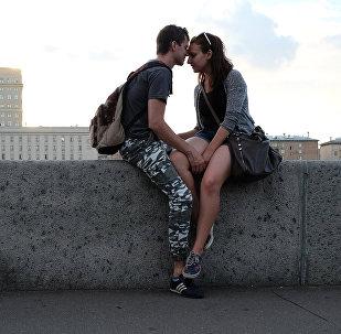 Влюбленные в Парке Горького в Москве