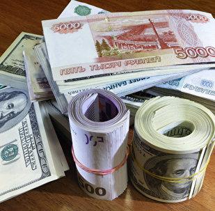 Денежные купюры и монеты разных стран