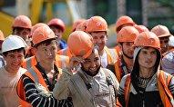 Рабочие на строительной площадке Центрального стадиона в Екатеринбурге