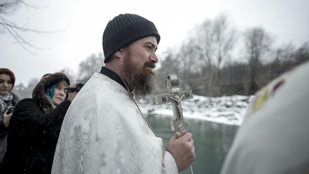 Считается, что на Крещение вода приобретает особые свойства
