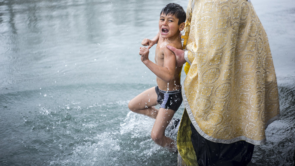 Дети были не в восторге от холодной воды