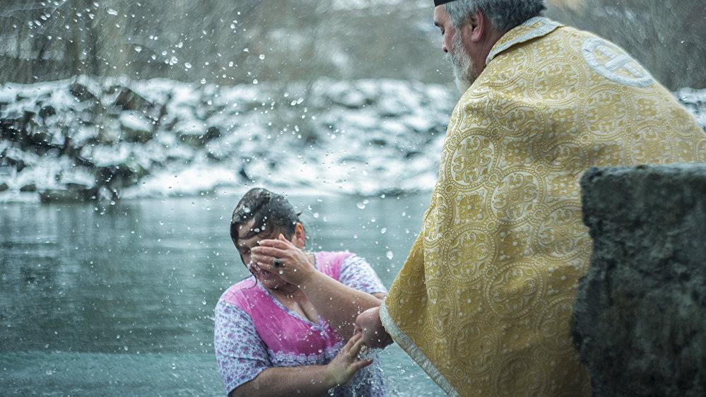 И все это время отец Иаков провел в ледяной воде