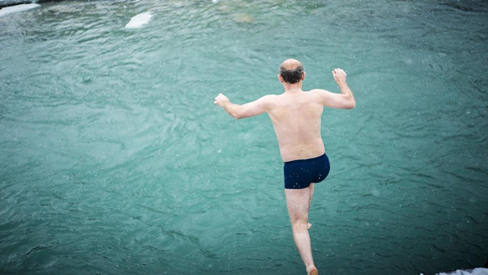 Многие жители югоосетинской столицы, крещенные ранее, окунались в реку