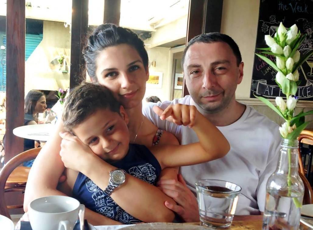 Надир Битиев с женой и сыном