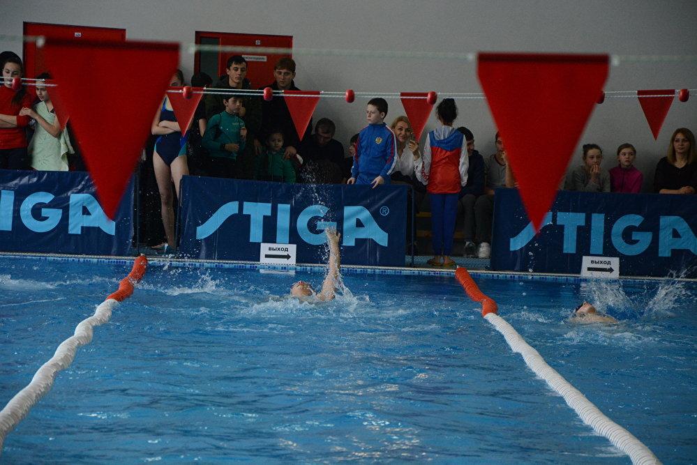 Дети соревновались в шести возрастных группах на дистанциях в 25 и 50 метров