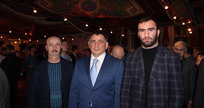 На церемонии вручения премии Звезда бокса Мурату Гассиеву и Денису Лебедеву
