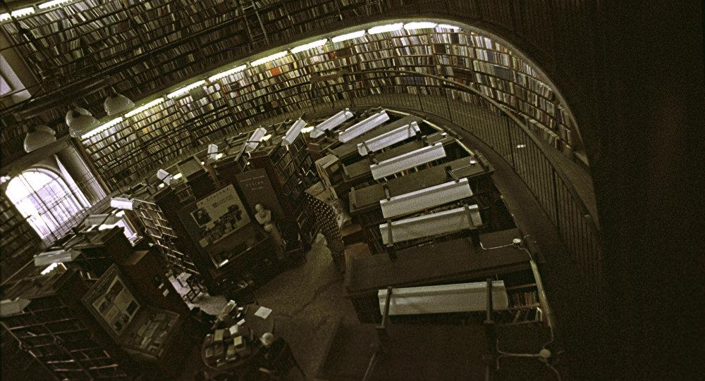 В книгохранилище