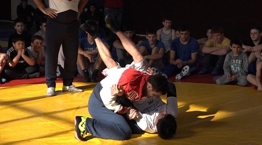 Олимпийский десант провел в Цхинвале мастер-класс по вольной борьбе