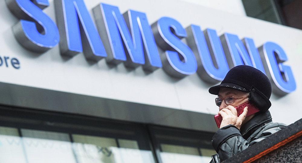Фирменный магазин Samsung на Тверской улице в Москве