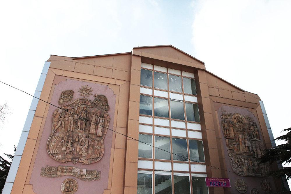Республиканская детская библиотека располагается на проспекте Джиоева