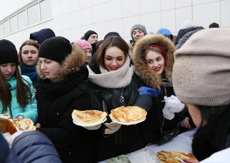 Массовое масленичное гуляние Блинно-сырное веселье в Белгороде