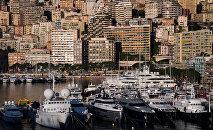 Яхты в порту