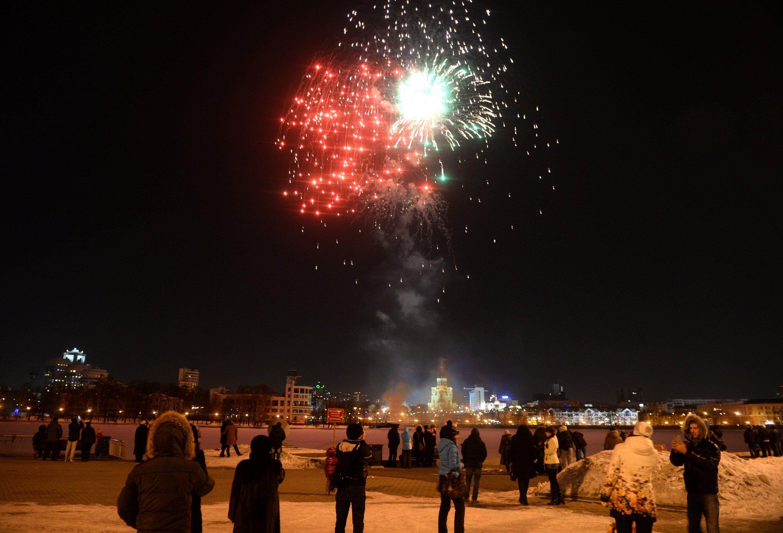 Праздничный салют  в ознаменование Дня защитника Отечества в Екатеринбурге