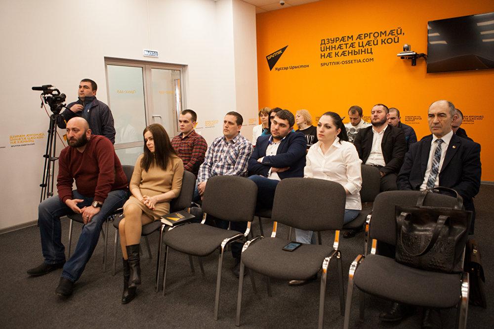 Журналисты и гости на презентации книги Яны Амелиной