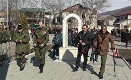 В Цхинвале возложили цветы и венки к памятникам Защитникам Отечества