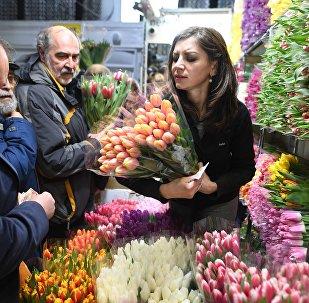Продажа цветов накануне 8 марта