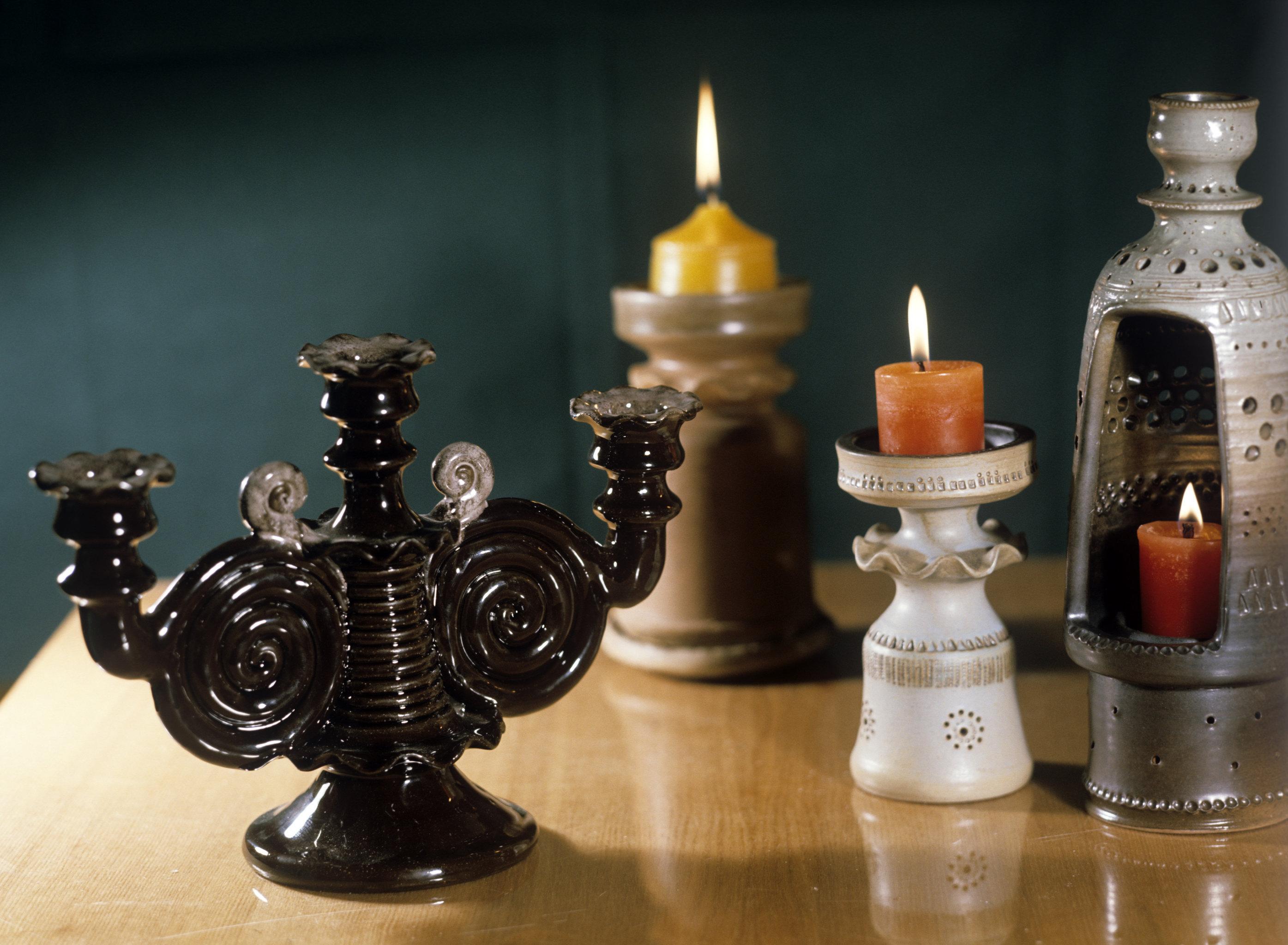 Свечи в подсвечниках