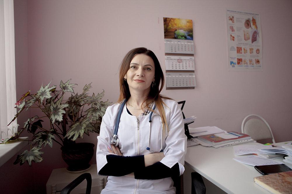 Лариса Ханикаева. Педиатр, главный врач детской поликлиники.