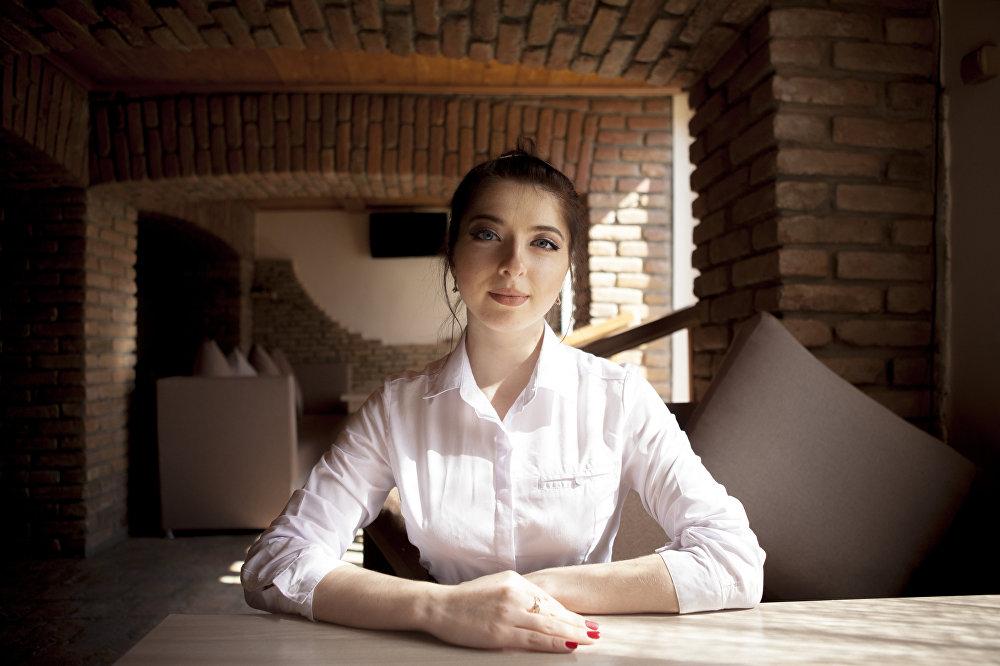 Аэлита Тибилова. Официантка.