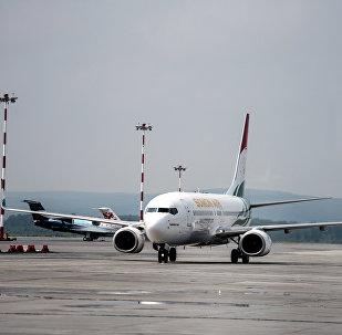 Самолет в аэропорту Кольцово в Екатеринбурге