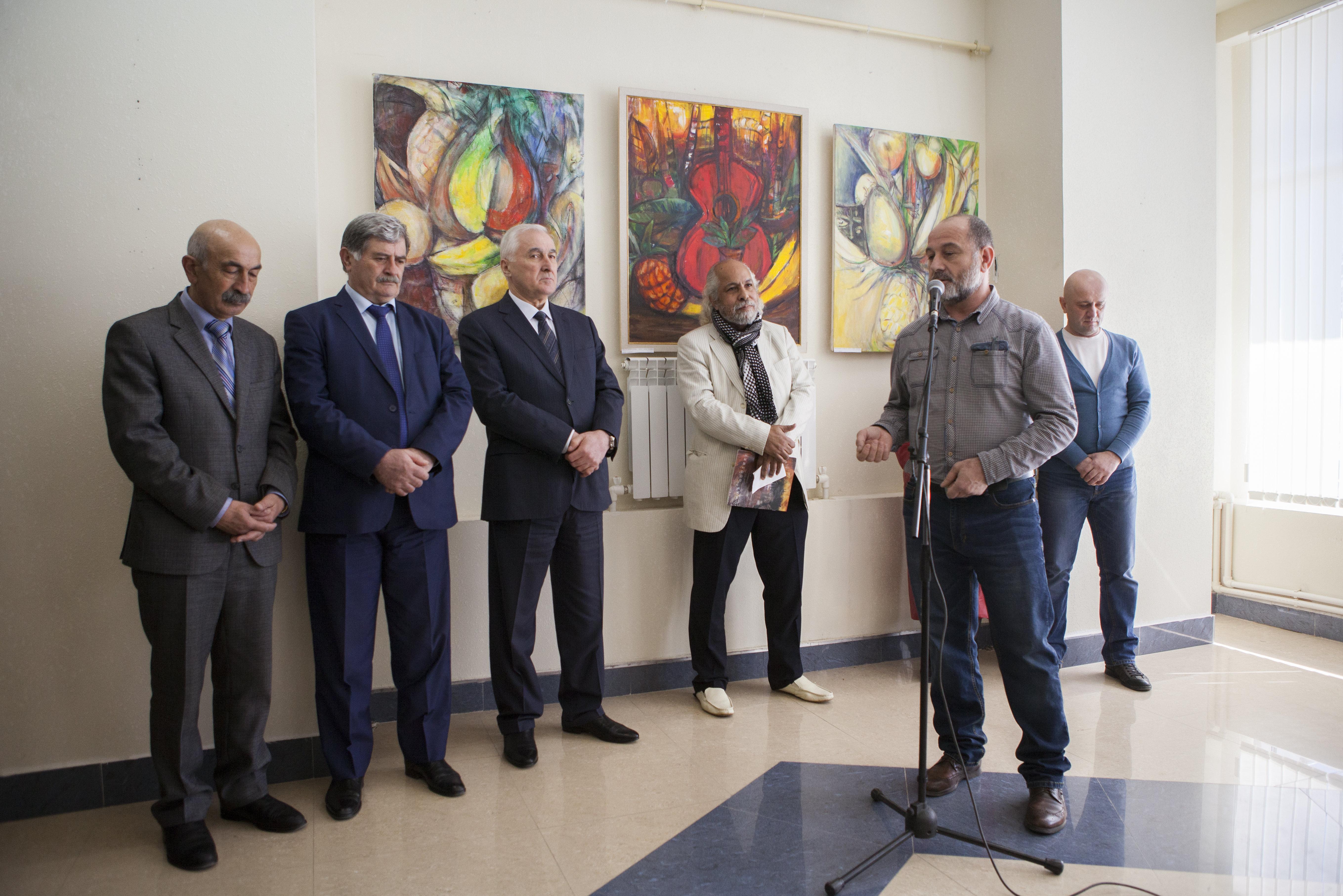 Выставку открыл президент Республики Леонид Тибилов