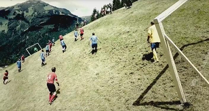 Футбол на альпийском склоне