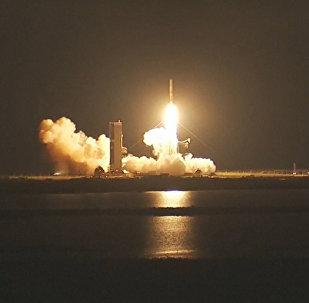 Запуск ракеты с военным спутником